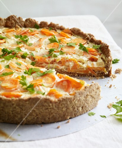 Carrot tart with fresh coriander for an alkaline diet