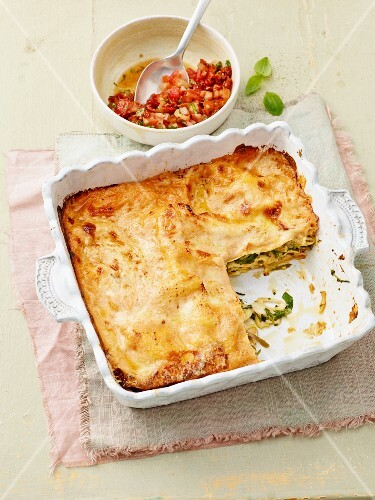 Herb lasagne with raw tomato sauce