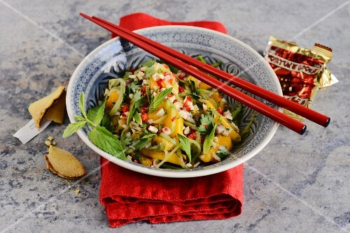 Spicy mango salad with avocado and cashew nuts (Singapore)