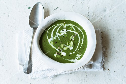 Spinach soup with lime and fresh ginger