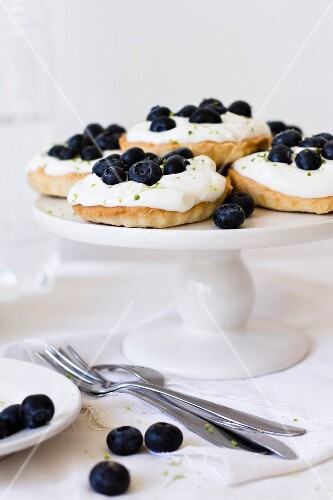 Tartlets with cream cheese and blueberries