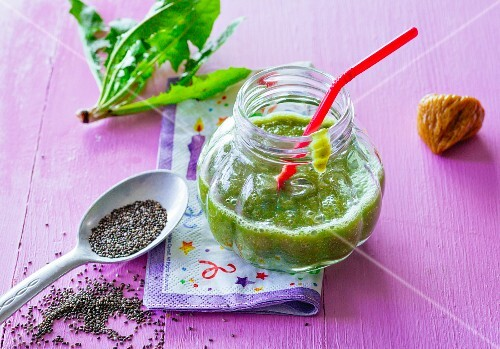An apple and spinach smoothie with dates and dandelion leaves