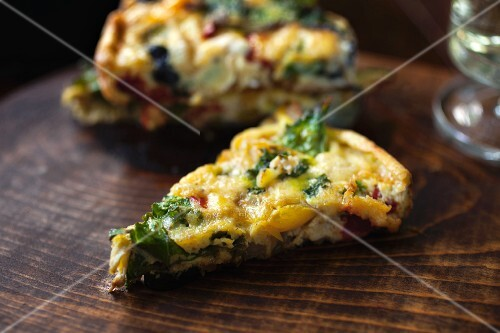 Vegetable fritatta on a wooden board (close-up)
