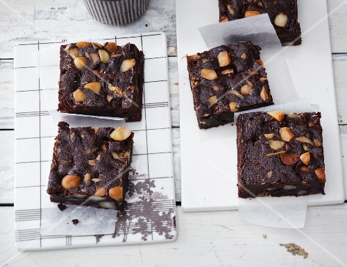 Macadamia nut brownies with apple