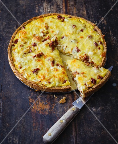 Tomato and onion quiche with an almond base