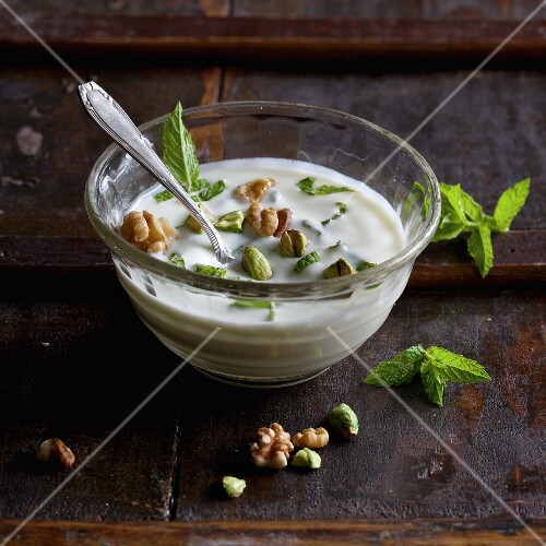 Mint yoghurt with walnuts and pistachios