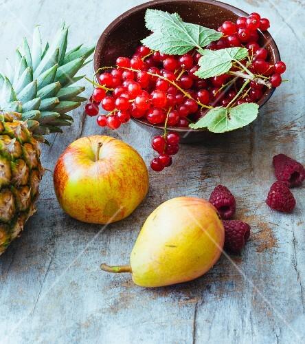 An arrangement of fruit