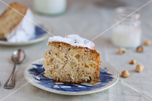 Apple and hazelnut cake