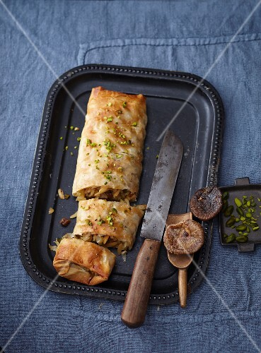 Apple strudel with honey, almonds, figs and pistachios