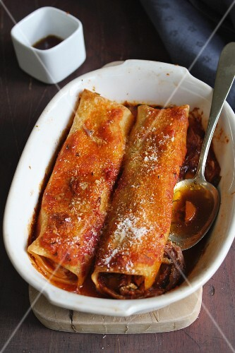 Cannelloni filled with beef