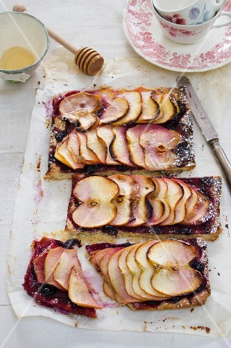 Apple crostata with honey