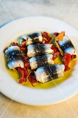 Herring rolls filled with peppers (Turkey)