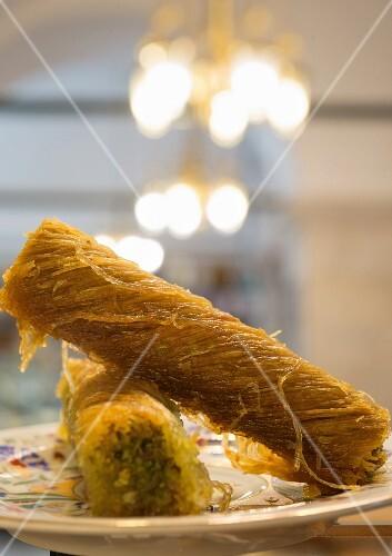 Cevizli ve Fistikli Kadayif (stuffed kenafeh rolls from Turkey)