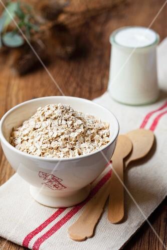 Oats and yoghurt