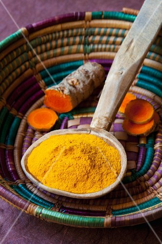 Turmeric powder and fresh turmeric roots