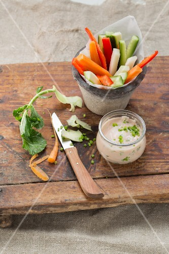 Vegetable sticks with a sour cream and chive dip