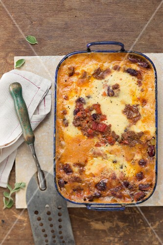 Lasagne with minced meat, kidney beans and Cheddar cheese