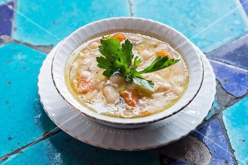 Kurufasulye Pilakisi (Pilaki-style white beans)