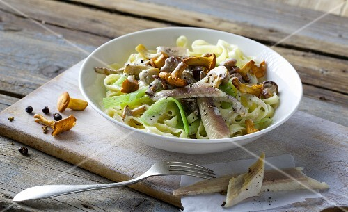 Mushroom tagliatelle with leek and smoked trout