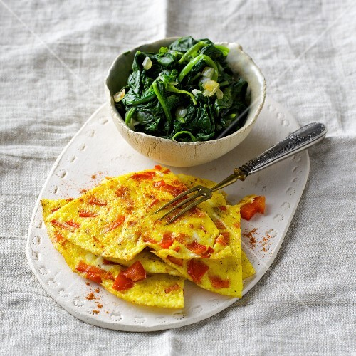 Omelette with red pepper and fresh spinach