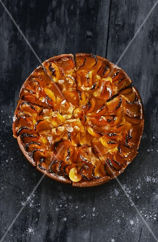 Apricot tart with flaked almonds (seen from above)