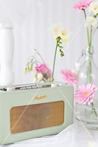 Vintage-style radio and flowers decorating buffet table