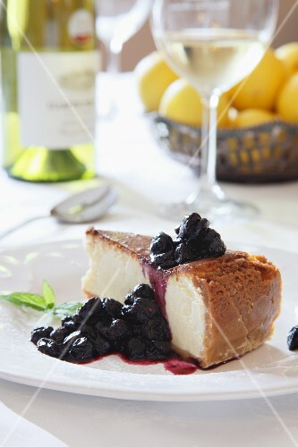 Cheesecake with compote