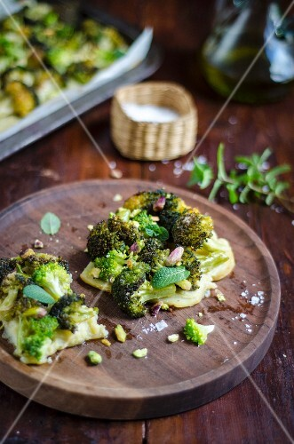 Potato and broccoli tart with pistachios