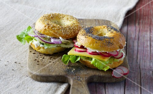 Cheese bagels with Harz cheese, cream cheese and mountain cheese