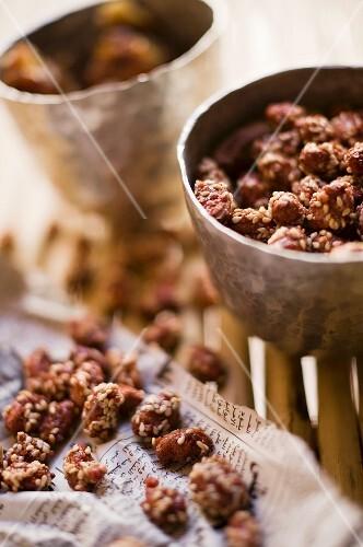 Caramelised peanuts with sesame seeds