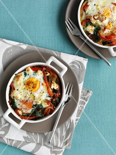 Baked eggs with a pepper medley