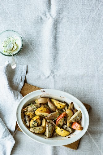Oven-roasted Jerusalem artichoke medley with apples
