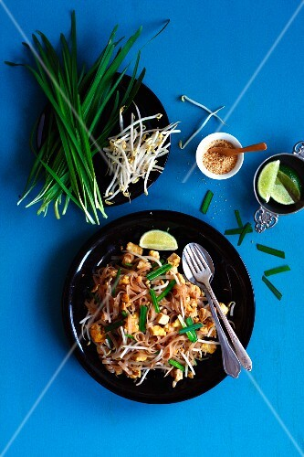 Pad Thai (fried noodles with chive garlic, bean sprouts, peanuts, limes, Thailand)