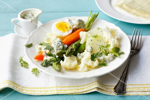 Colourful vegetables with hard boiled eggs and a herb and quark sauce