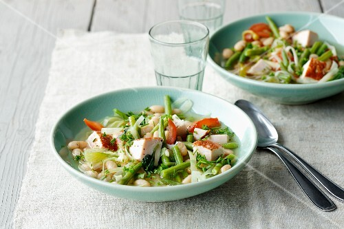 Green and white bean stew with smoked turkey breast and leek