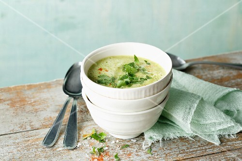 Courgette soup with chickpeas and fresh parsley