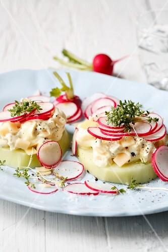 Kohlrabi slices with cheese quark and fresh radishes