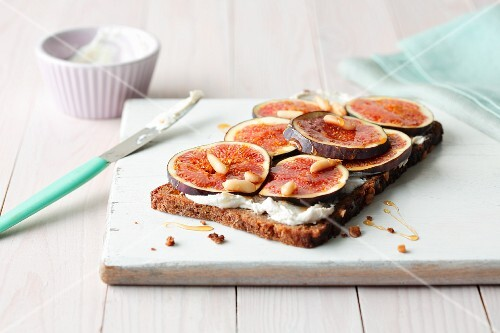 Wholemeal bread topped with ricotta, almond mousse and fresh figs