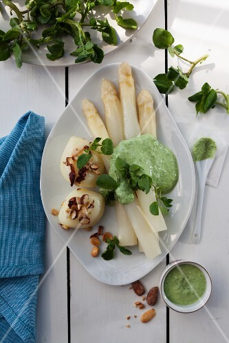 White asparagus with herb sauce and hazelnut potatoes