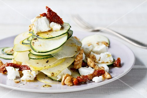 Vegetarian courgette and pear salad with goat's cream cheese