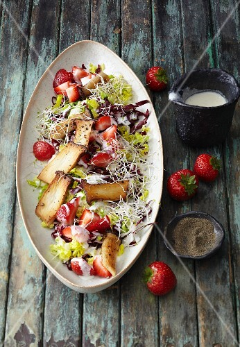 Radicchio salad with strawberries, king trumpet mushrooms and alfalfa sprouts