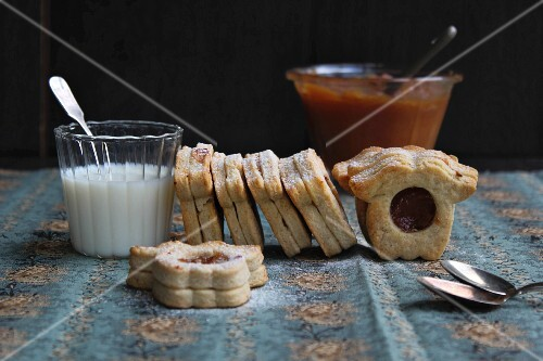 Sandwich biscuits filled with apple butter