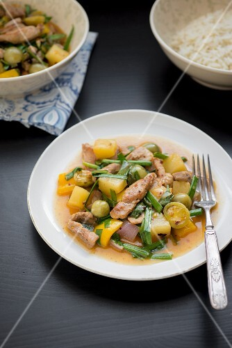 Pork with potatoes, beans, peppers and olives