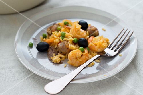 Rice with shrimps, sausage and olives