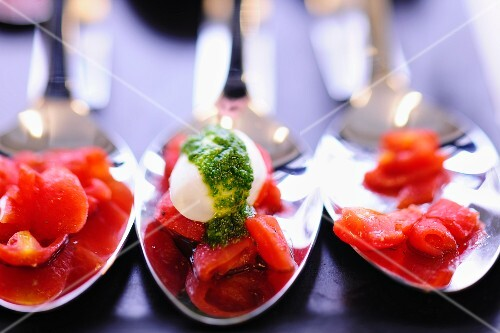 Tomato coulis with mozzarella and pesto