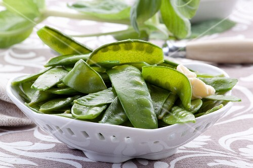 Mange tout with butter