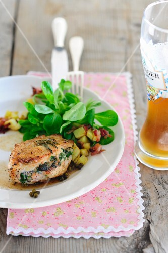Stuffed chicken breast with lamb's lettuce