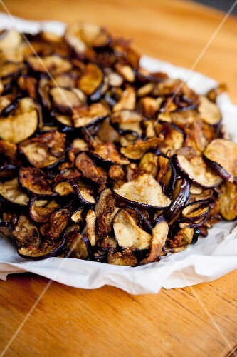 A pile of aubergine chips