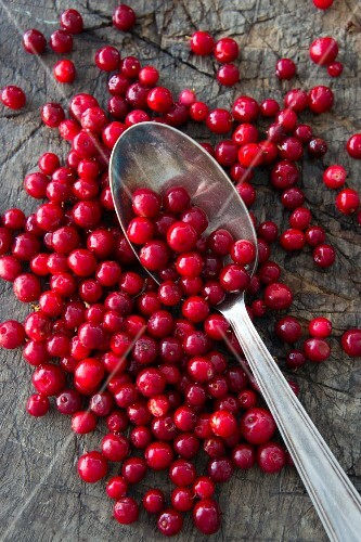 Lingonberries with a spoon (seen from above)