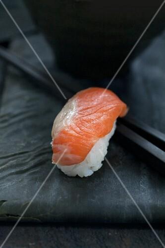 Salmon nigiri sushi